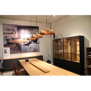 L'armoire CUBE 193 du designer Chris Vankeirsblick est disponible en plusieurs dimensions.