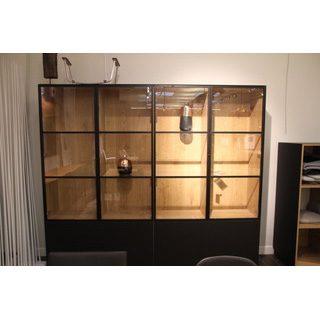 Cette armoire élégante de la marque Joli est disponible en plusieurs coloris.