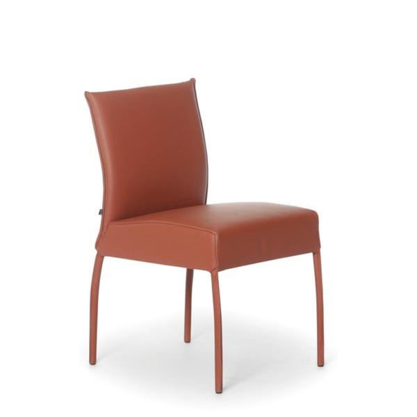Chaise de cuir véritable GAUGUIN de JOLI a été créée par le designer John Ghekiere.