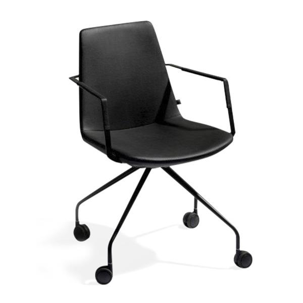 Chaise de bureau RAFAEL de JOLI qui est moderne, majestueuse et confortable.