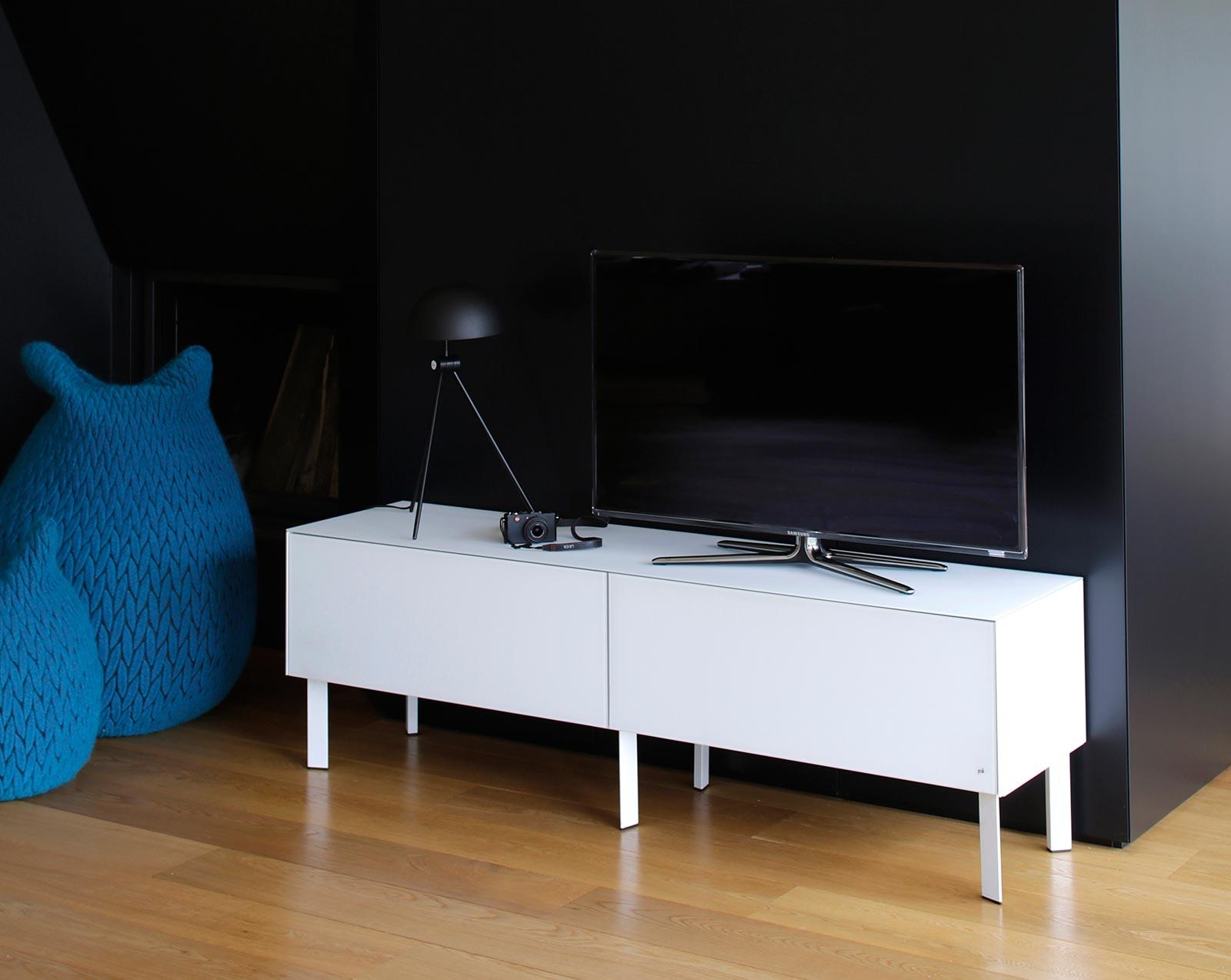 Meuble TV design modèle CUBE de la marque belge JOLI.