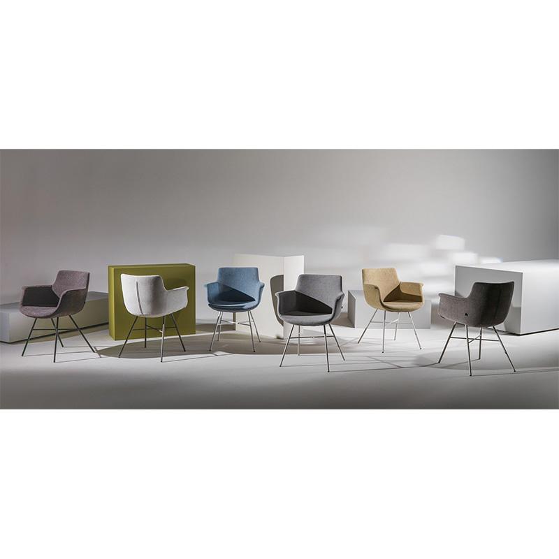 La chaise Chagall de a marque Joli est disponible en plusieurs coloris pour la structure et le revêtement de l'assise.