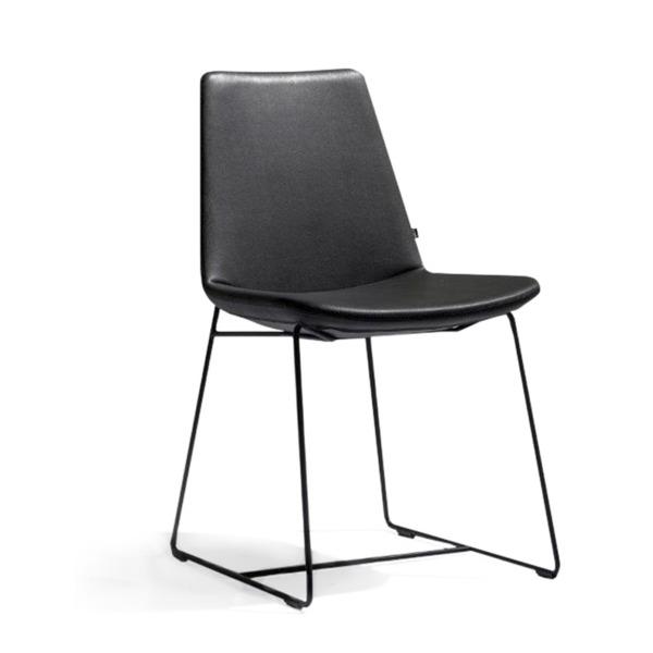Chaise design modèle RAFAEL avec pied luge de JOLI