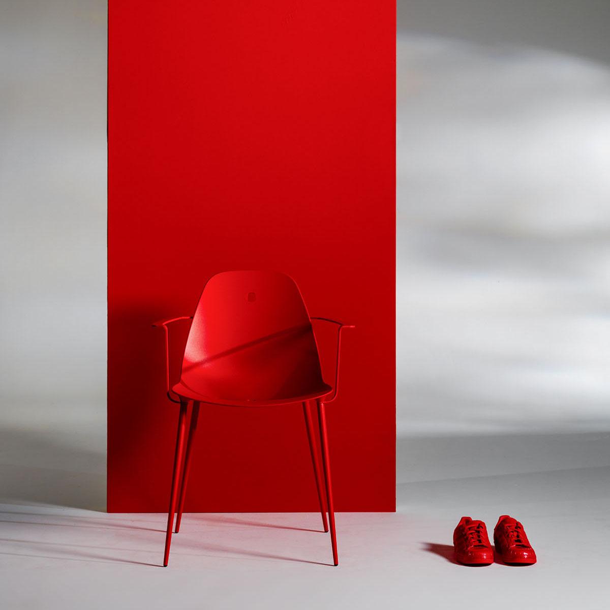 Fauteuil Marguerite en aluminium rouge de la marque JOLI
