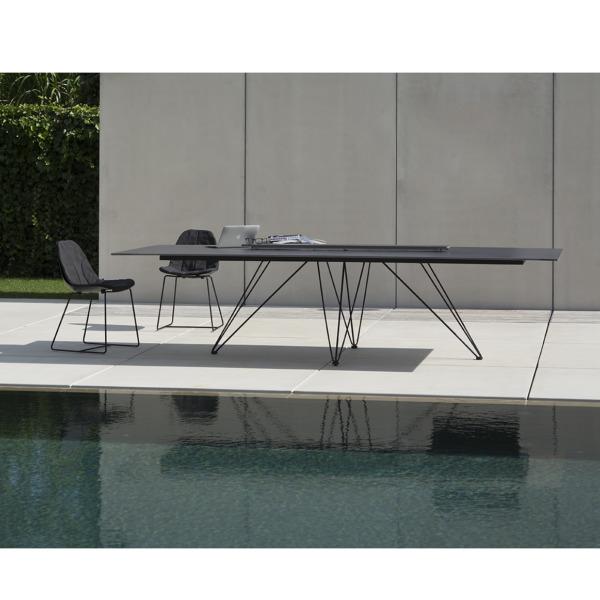 table design WIRE rectangulaire de JOLI conçue par le créateur Mathias de Ferm