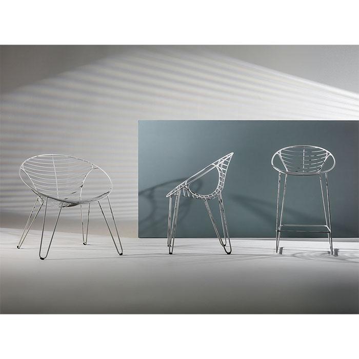 Ces chaises de qualité de la marque Joli sont entièrement réalisées en métal.