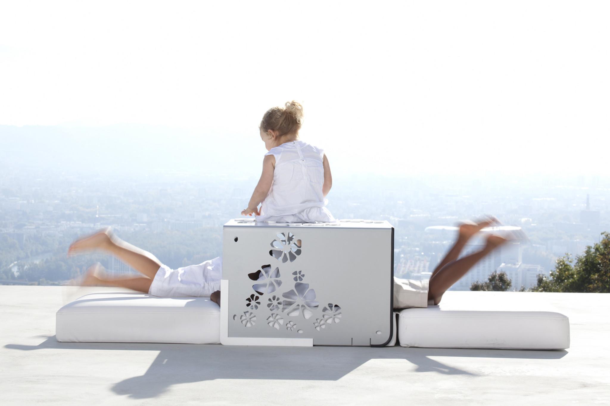 Ce fauteuil élégant KUBE de la marque Ego est ludique et confortable.