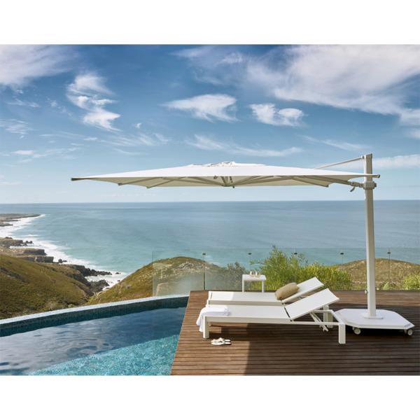 Ce parasol élégant de la marque Jardinico est disponible en format carré ou rond.