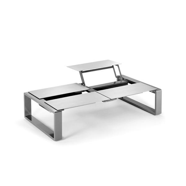 Cette table basse KAMA quatro de EGO Paris est pratique pour l'extérieur et l'intérieur.