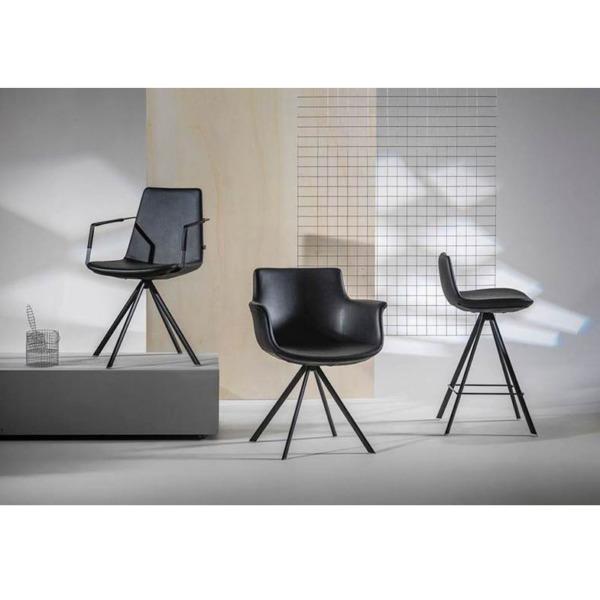 Cette chaise design CHAGALL en similicuir de JOLI