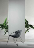 Cette chaise possède un design original et élégant qui lui permet de s'adapter à n'importe quel lieu. La forme arrondie de son assise est particulièrement ergonomique.