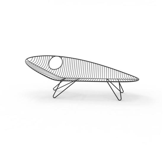 Lounger design WIRE de JOLI a été conçue par le designer Mathias De Ferm.