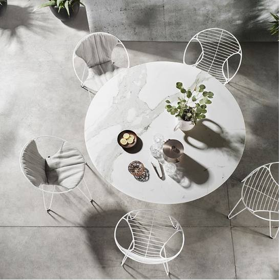 table ronde design contemporain jardin ou pour la terrasse WIRE de JOLI.