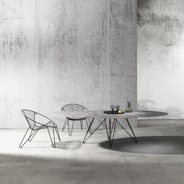 Chaise wire et table de la marque Joli