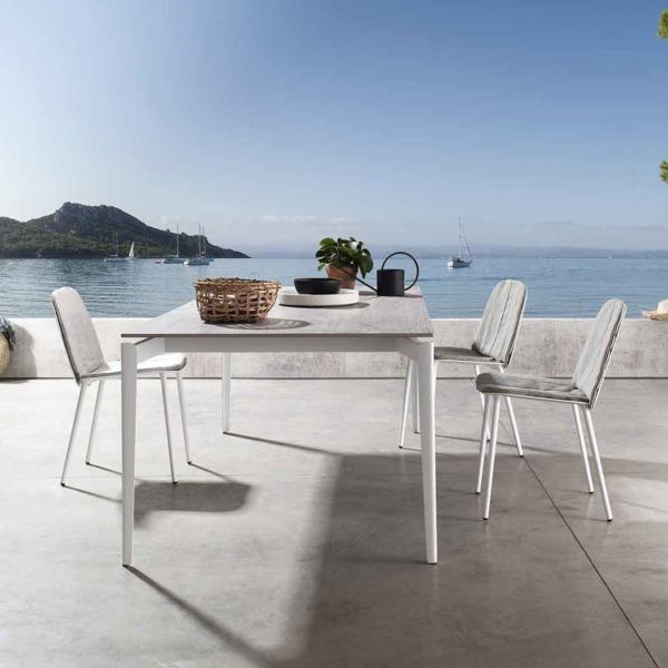 Table design LAYERS outdoor JOLI conçue par le créateur Sylvain Willenz