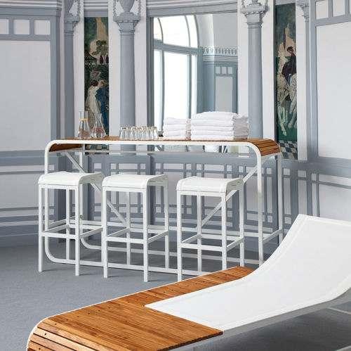 Tabouret haut TANDEM de EGO Paris est intégralement réalisée en aluminium.