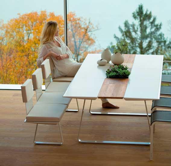 Table EXTRADOS avec rallonges de la marque EGO Paris s'adapte à bien des usages