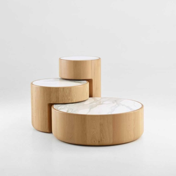 LEVELS de PER/USE est un ensemble de trois tables basses emboîtées au design attrayant et ludique.