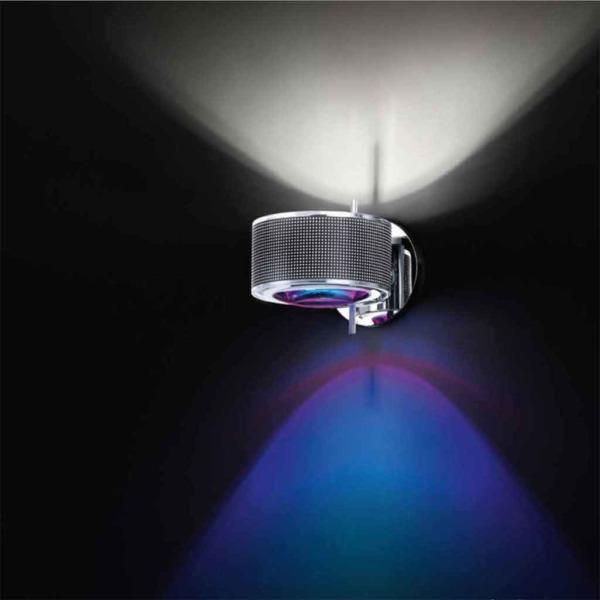 Lampe Componi en applique de Cini et Nils crée une ambiance lumineuse singulière.
