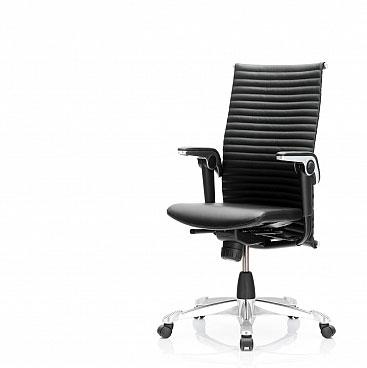 Ce siège de direction ergonomique permet d'adopter une position confortable en travaillant.
