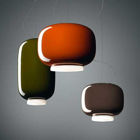 Lampe au design de lanterne en verre soufflé de Foscarini idéale pour une table, un comptoir ou un bureau.