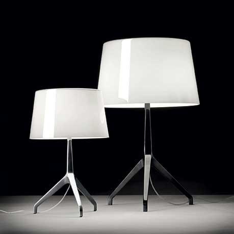 Lampe de table de Foscarini avec diffuseur verre et finition miroir.