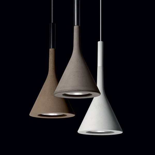 Cette lampe suspension large APLOMB LED artisanale de FOSCARINI.