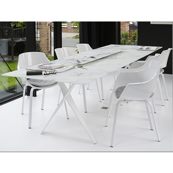 Table Propeller en marbre de la marque Joli