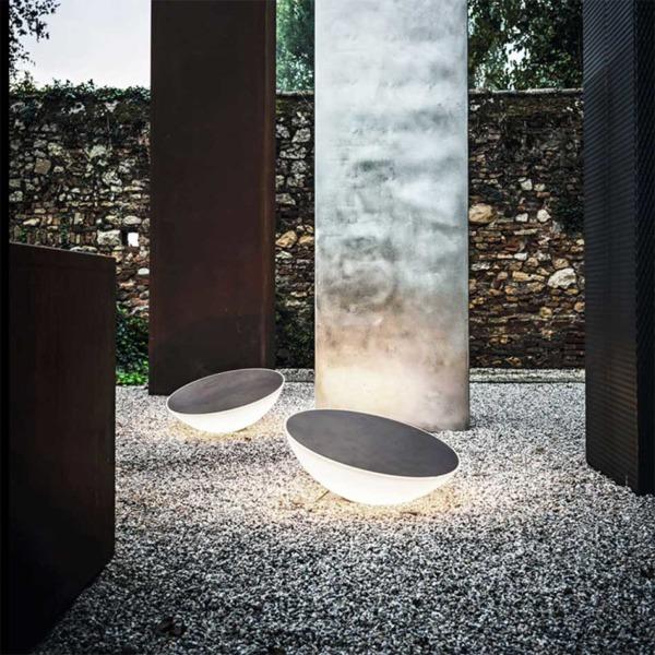 Lampe extérieur solar Foscarini se prête à des compositions spectaculaires.