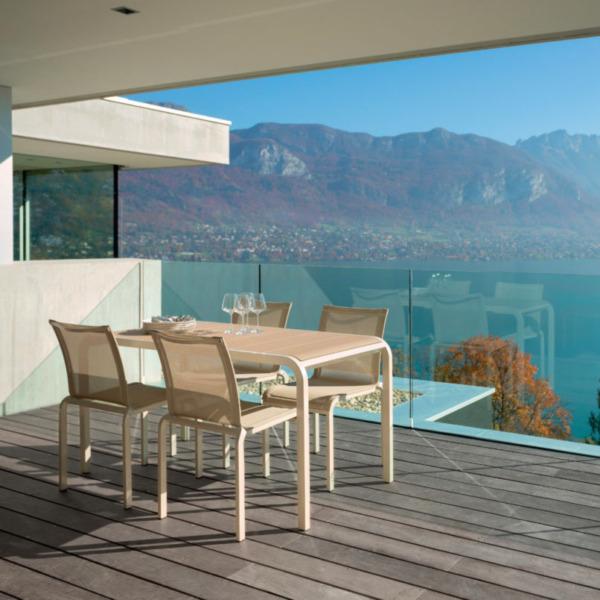 Cette chaise design TANDEM d' EGO Paris est réalisée en aluminium thermolaqué.