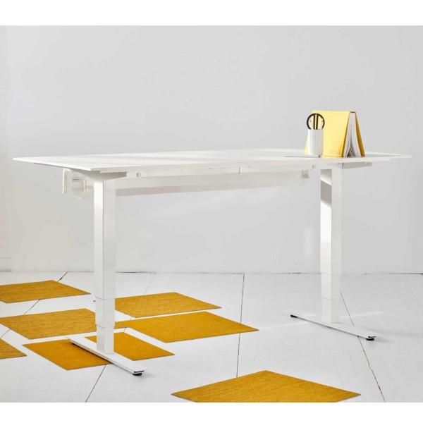 Bureau ergonomique assis-debout de BENJO qui permet de travailler assis ou debout.
