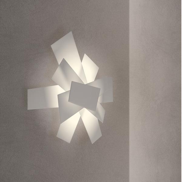 Lampe applique BIG BANG de la marque Foscarini qui permet de donner une personnalité à une pièce.